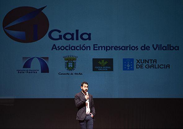 Tony García, presentando a Gala